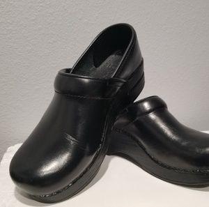 Dansko Black Leather Shoes Slip On Clogs Sz 37 7
